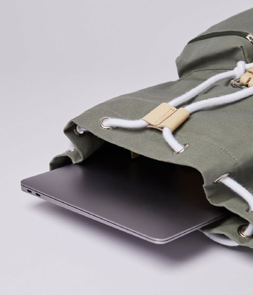 Sandqvist Laptop rugzak Roald 15 Inch Dusty green with natural leather (SQA1582) Q3-20